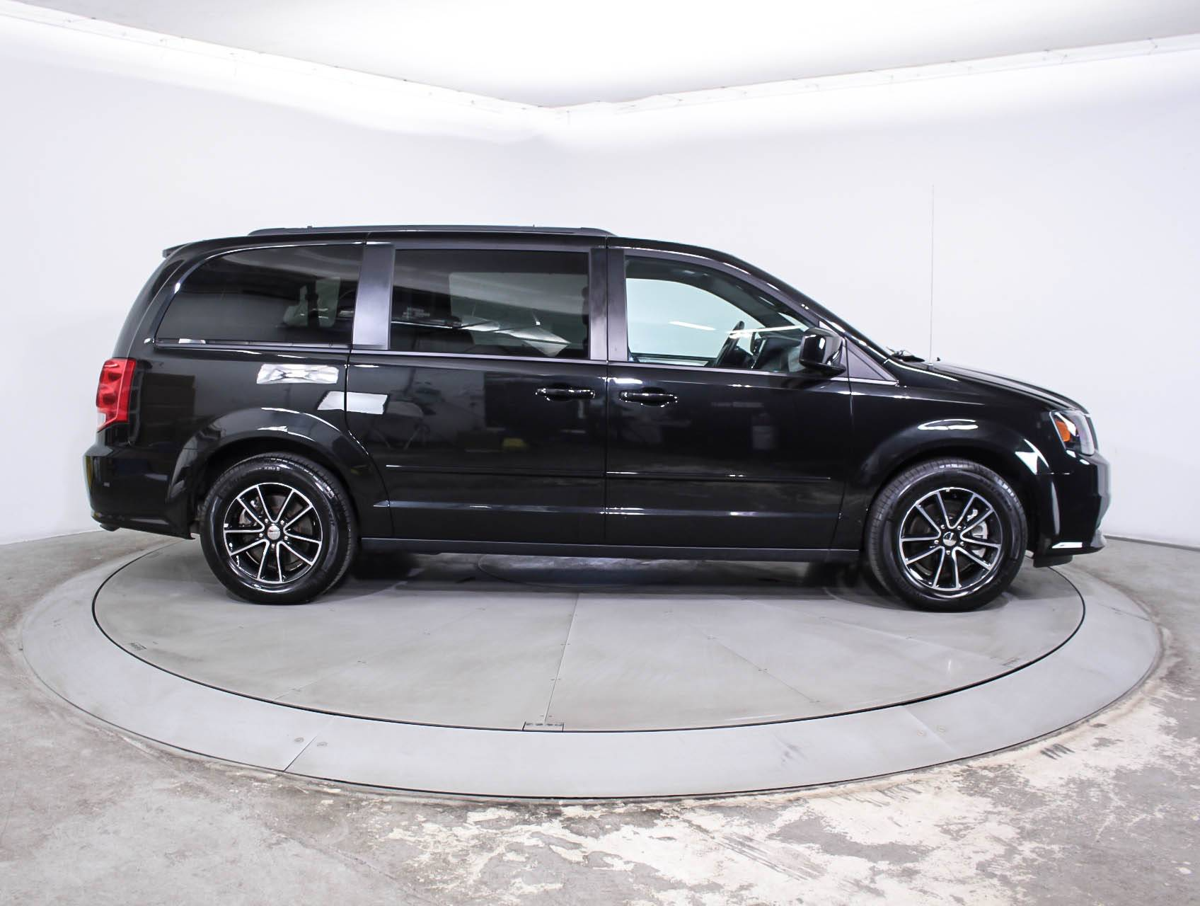 Used 2017 Dodge Grand Caravan Gt Minivan For Sale In