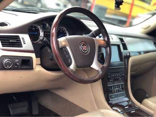 2011 CADILLAC ESCALADE, BASE