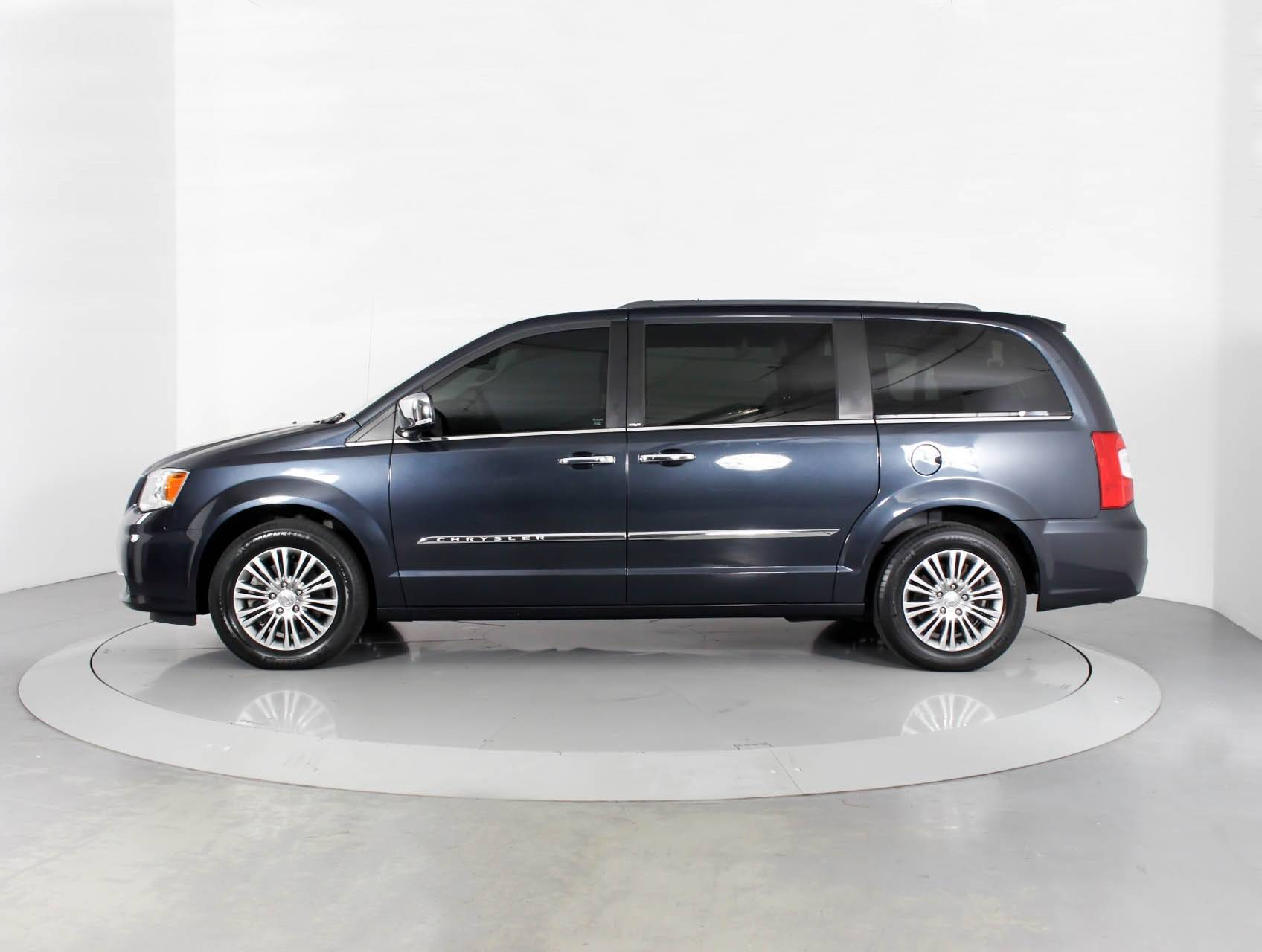 touring inventory country img used and vehicle en in chrysler town kentville