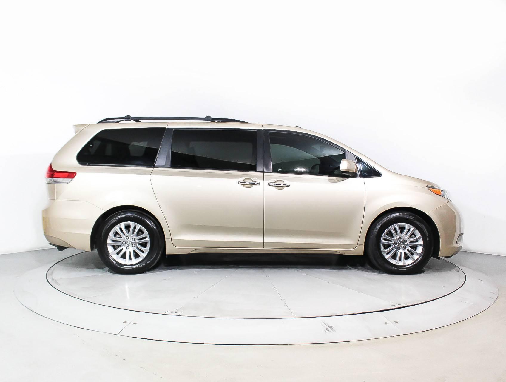 van sienna new sale w mn passenger toyota paul for saint used brand slash xle seating tires