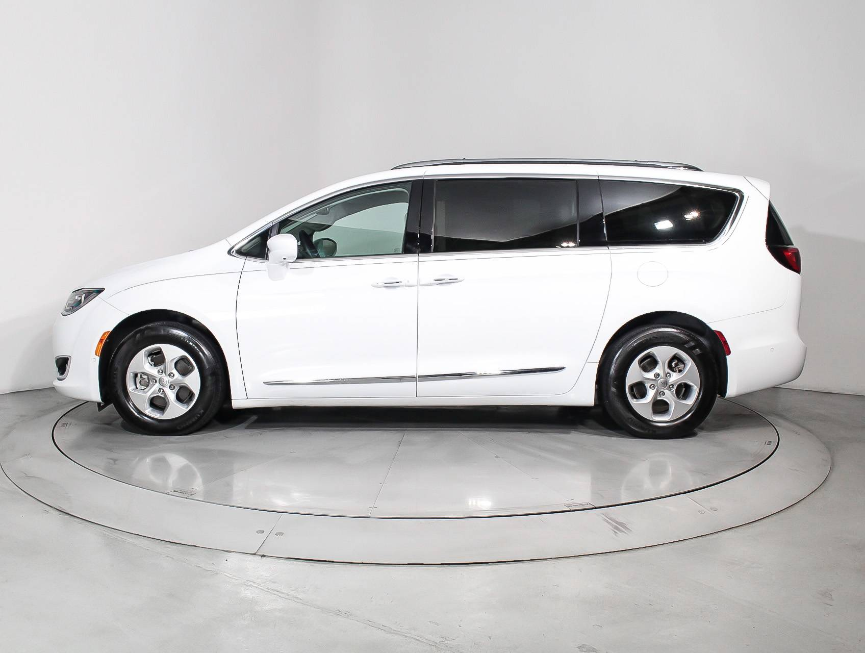 Used 2017 Chrysler Pacifica Touring L Plus Minivan For