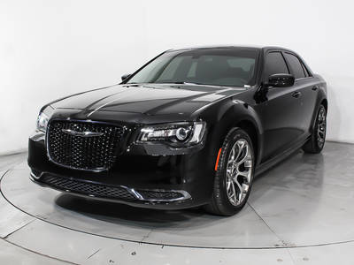Used CHRYSLER 300 2018 HOLLYWOOD Touring