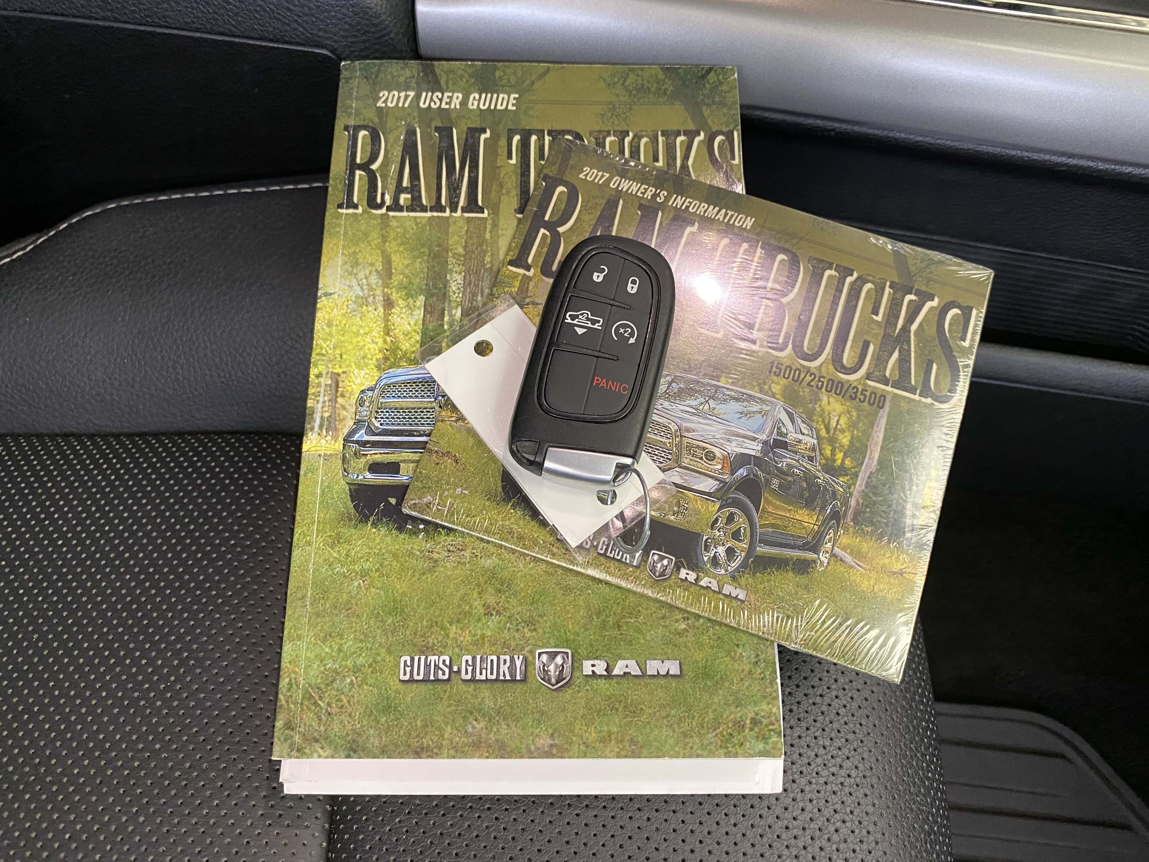 Car Connection Superstore - Used vehicle - Truck RAM 1500 Crew 2017