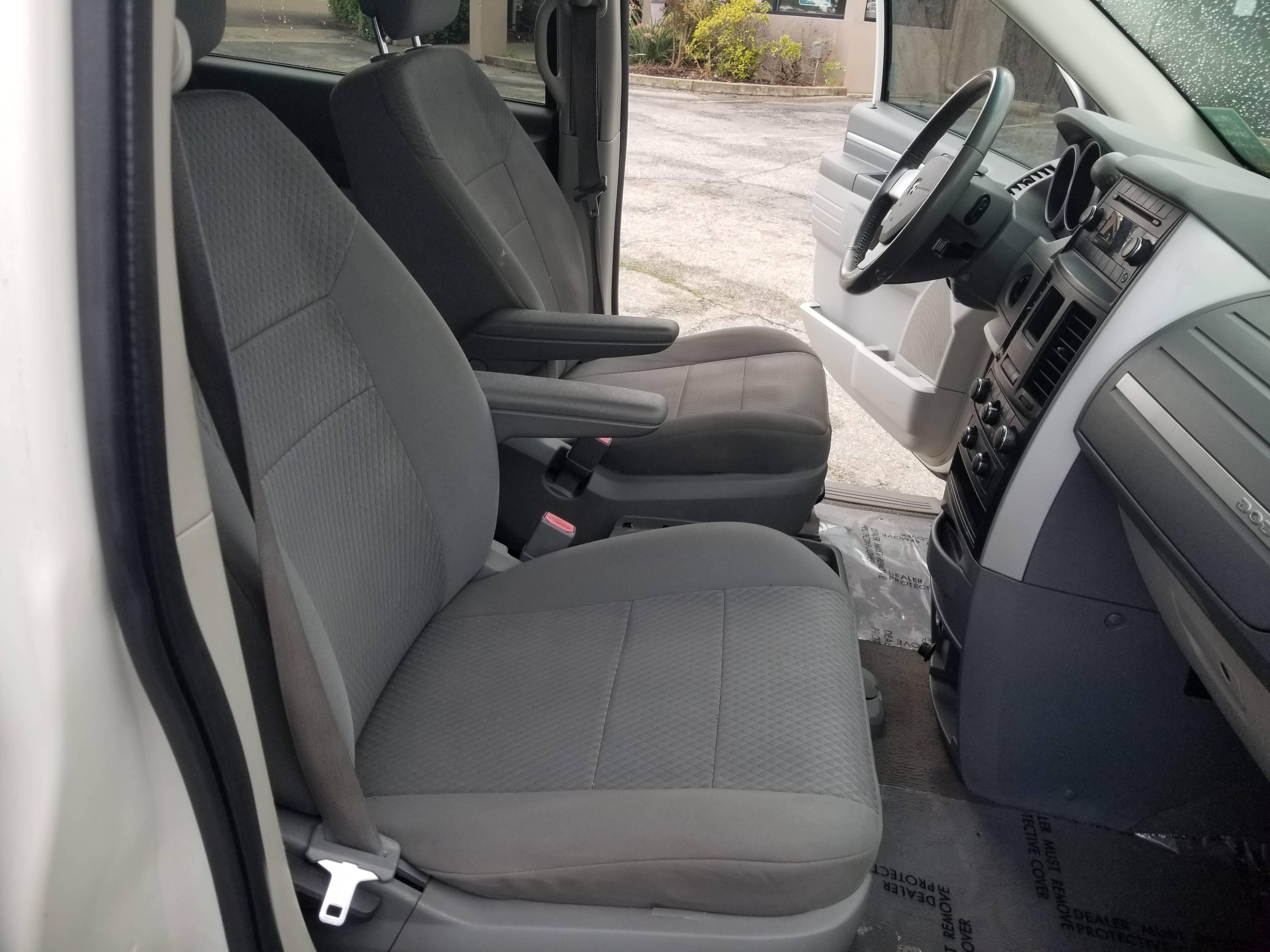used vehicle - Passenger Van DODGE GRAND CARAVAN 2010