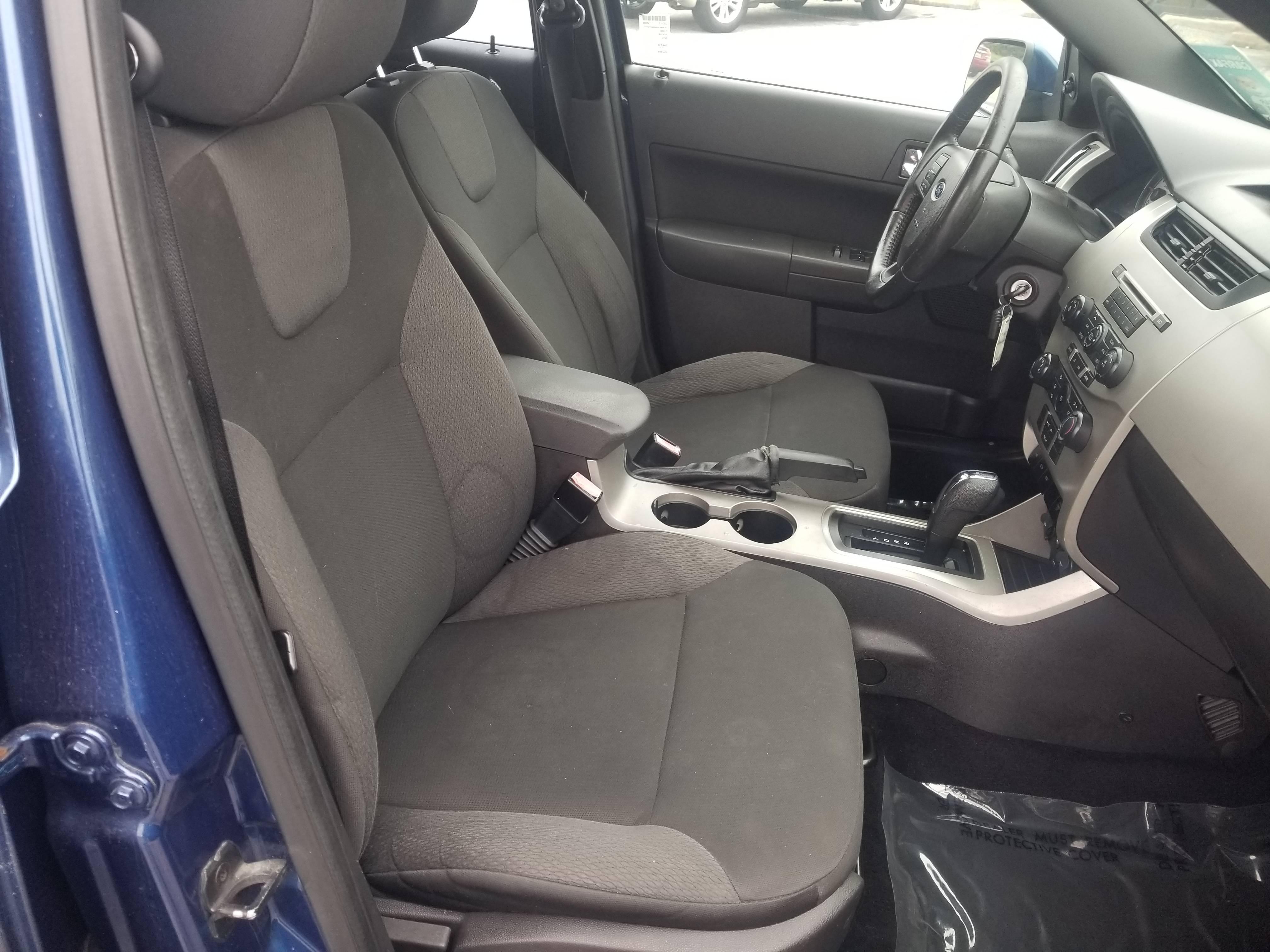 used vehicle - Sedan FORD FOCUS 2009