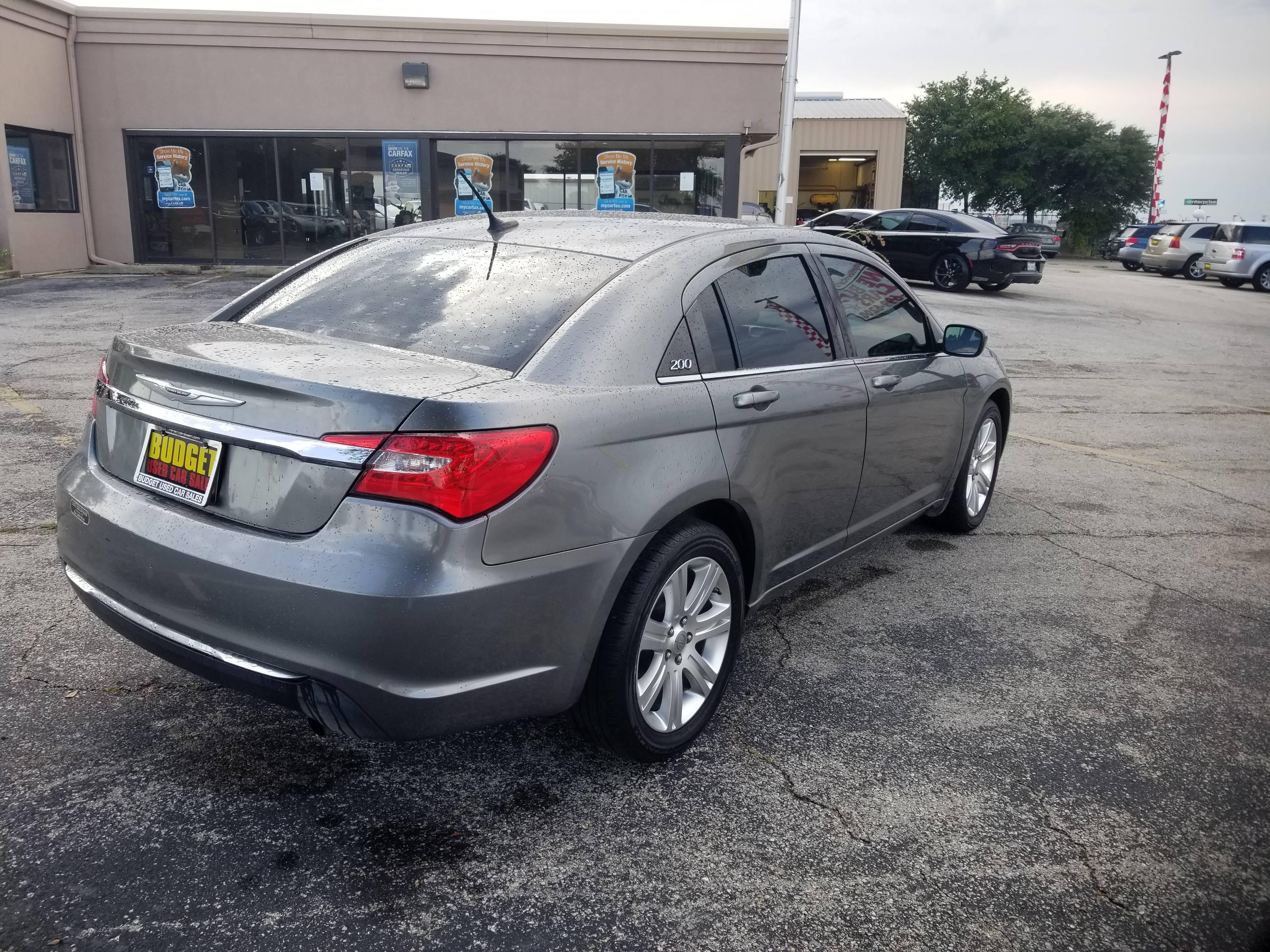 used vehicle - Sedan Chrysler 200 2013