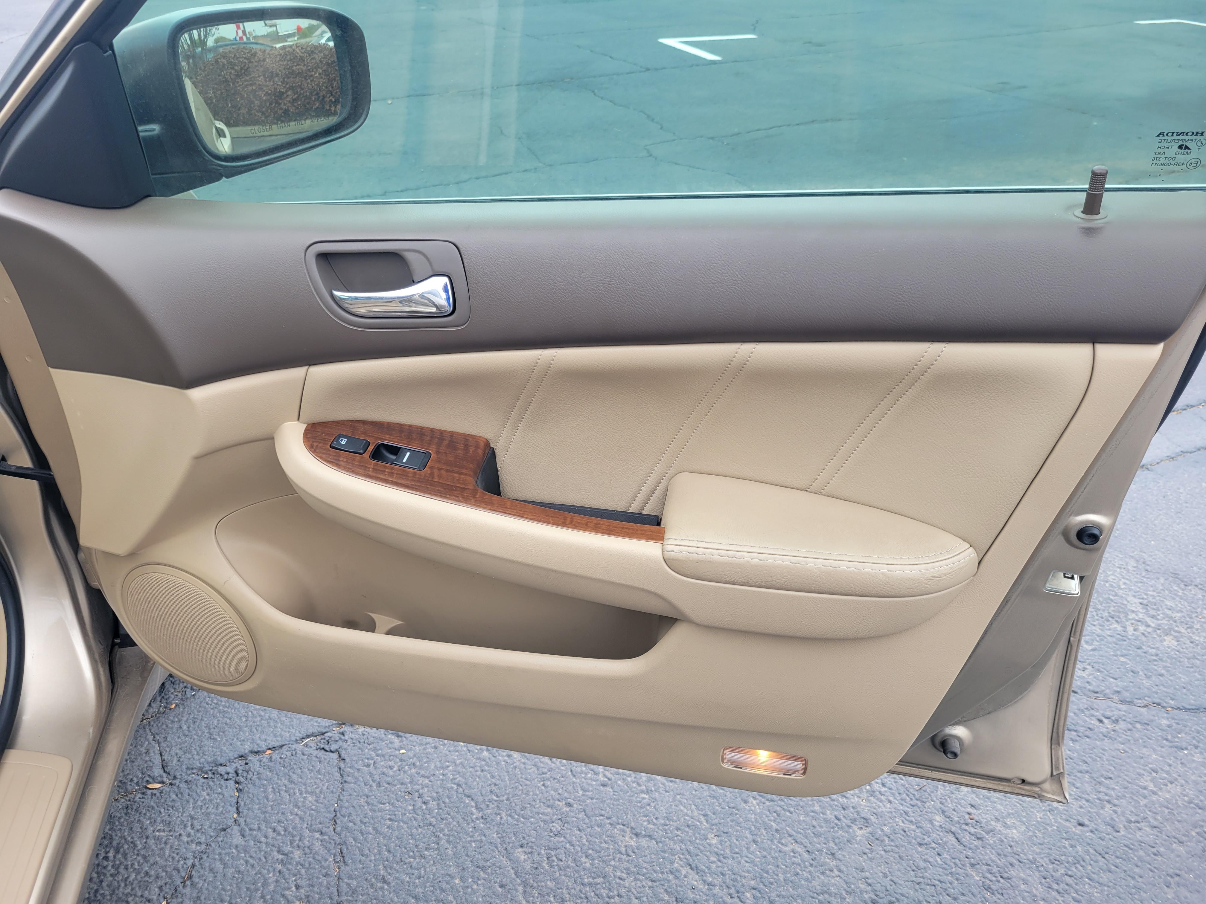 used vehicle - Sedan HONDA ACCORD SDN 2006