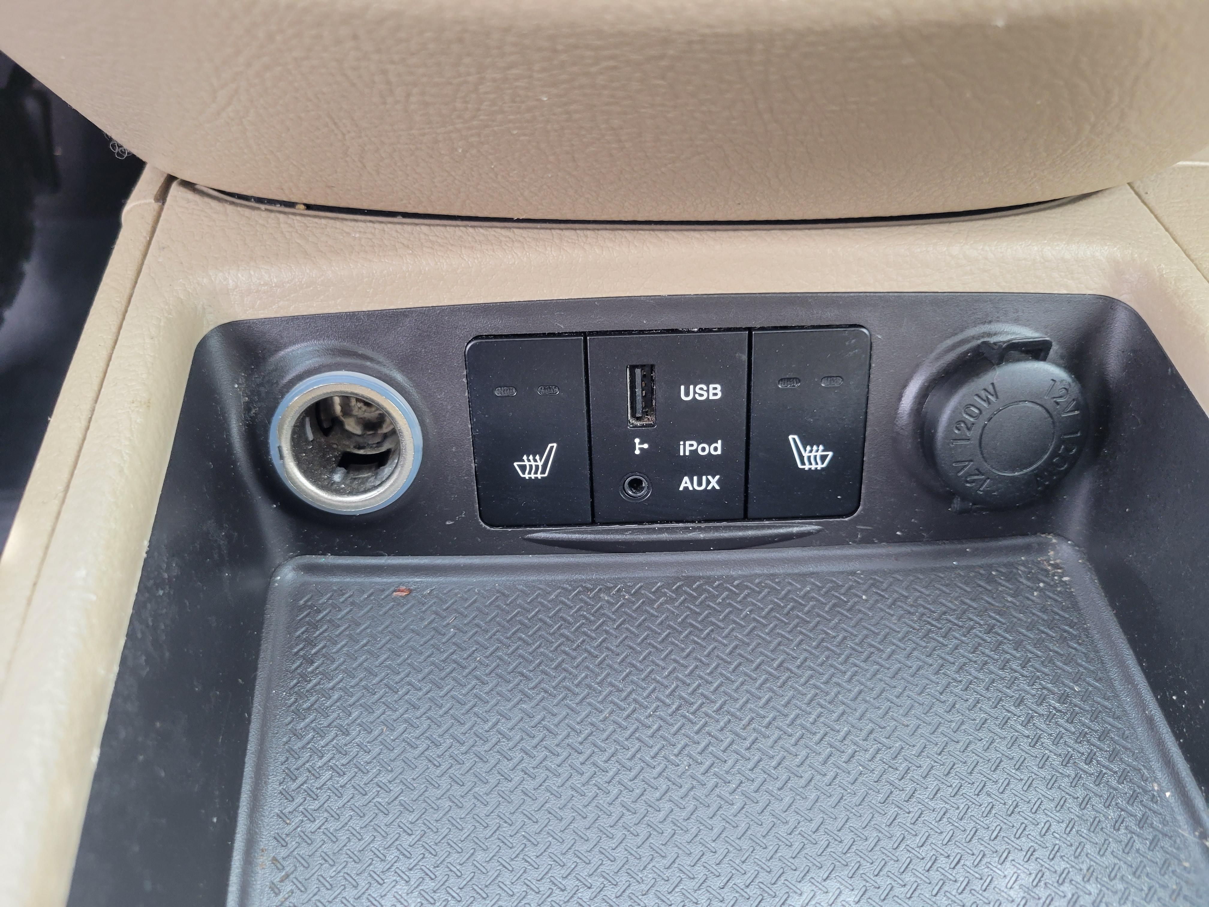 used vehicle - SUV HYUNDAI SANTA FE 2012
