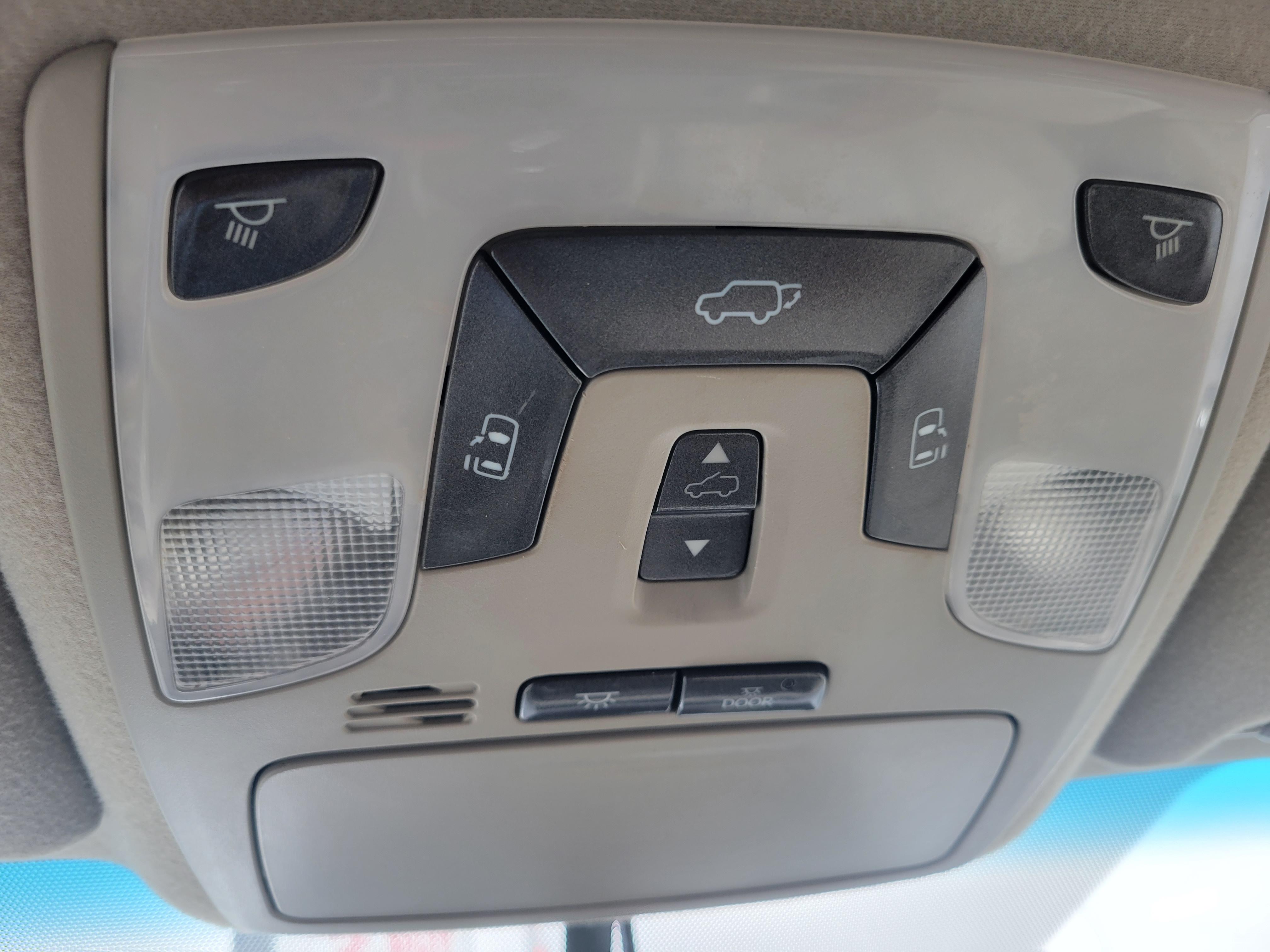 used vehicle - Passenger Van TOYOTA SIENNA 2012