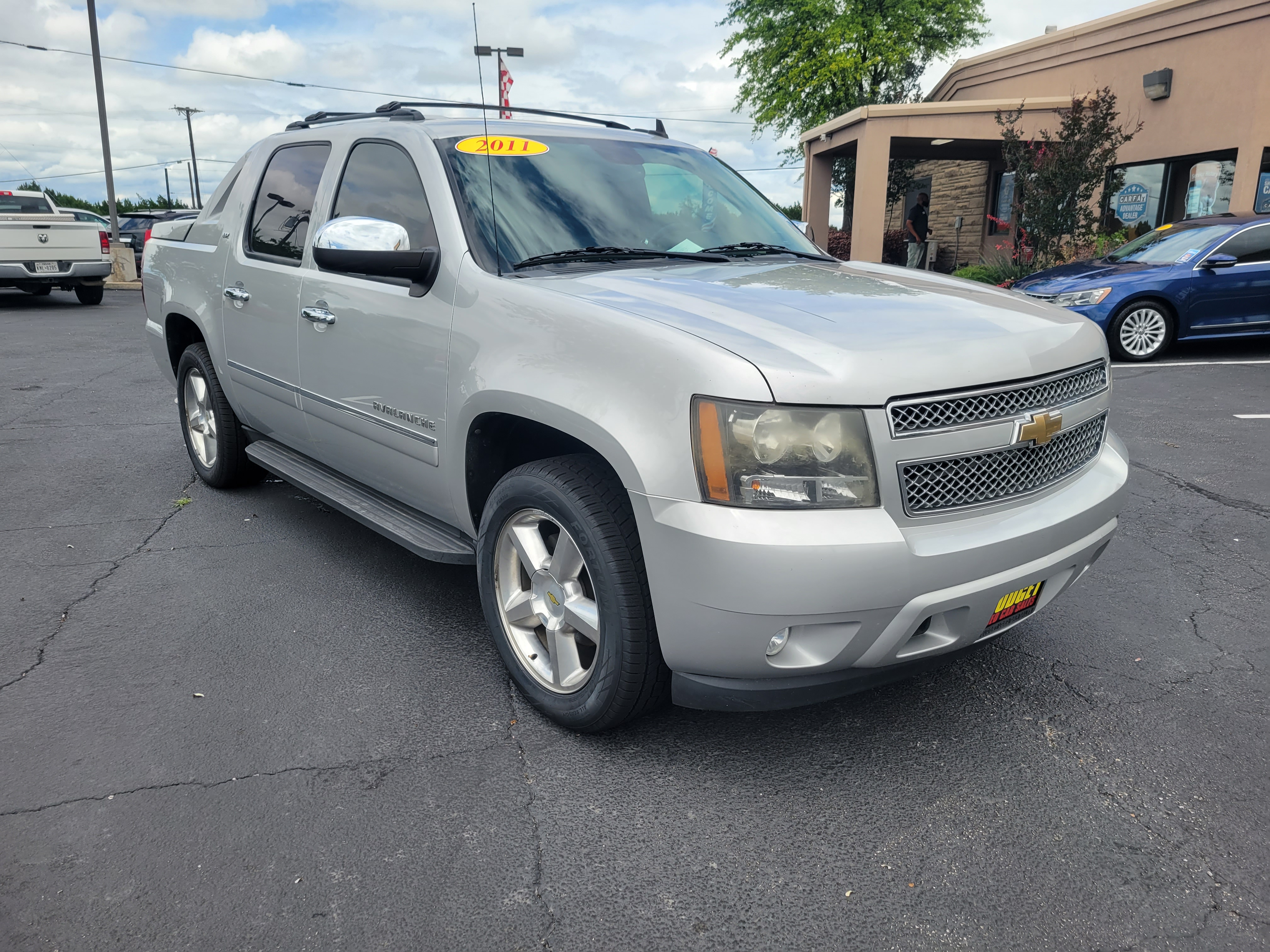 used vehicle - Truck CHEVROLET AVALANCHE 2011