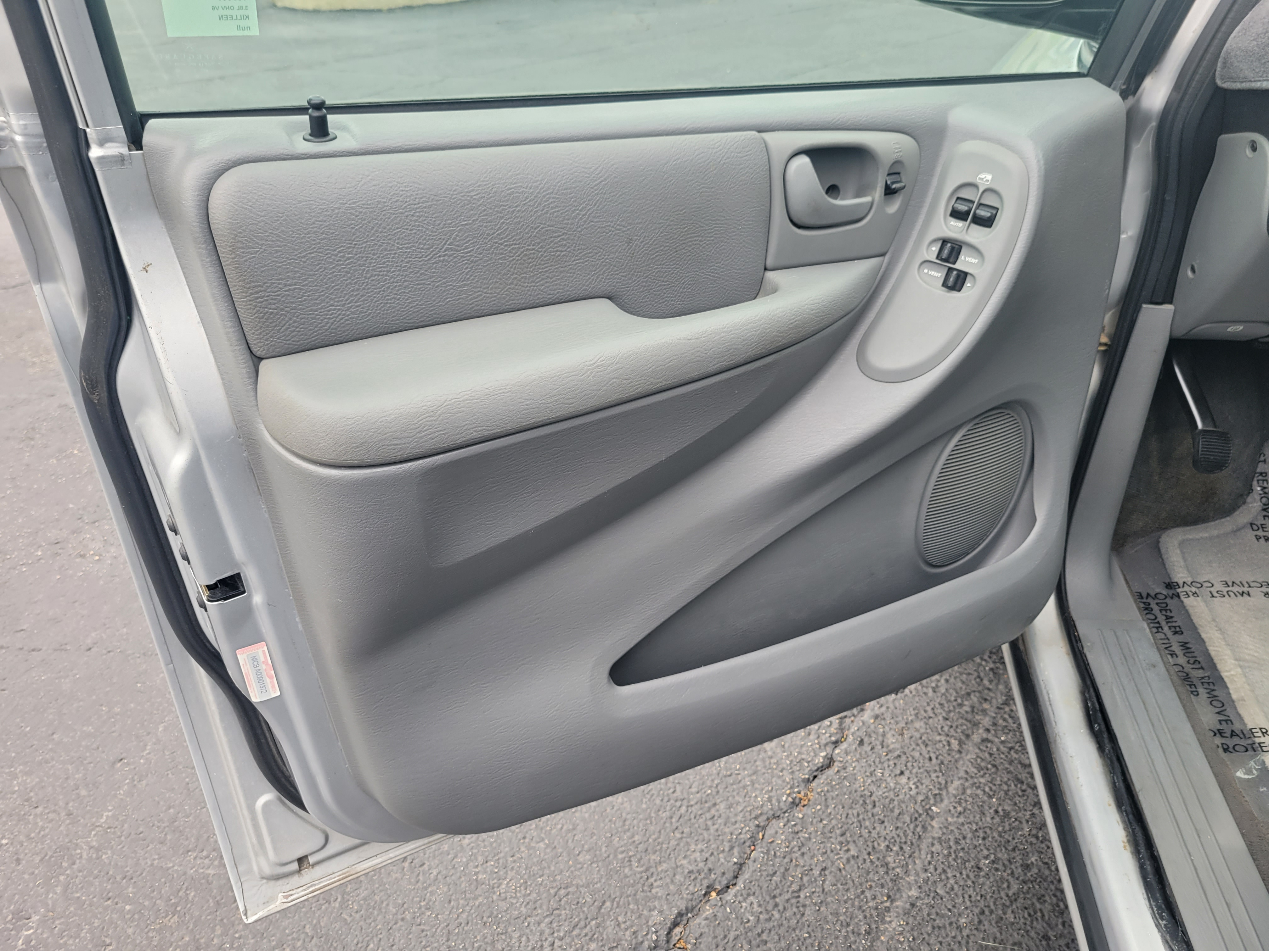 used vehicle - Passenger Van CHRYSLER TOWN AND COUNTRY 2004