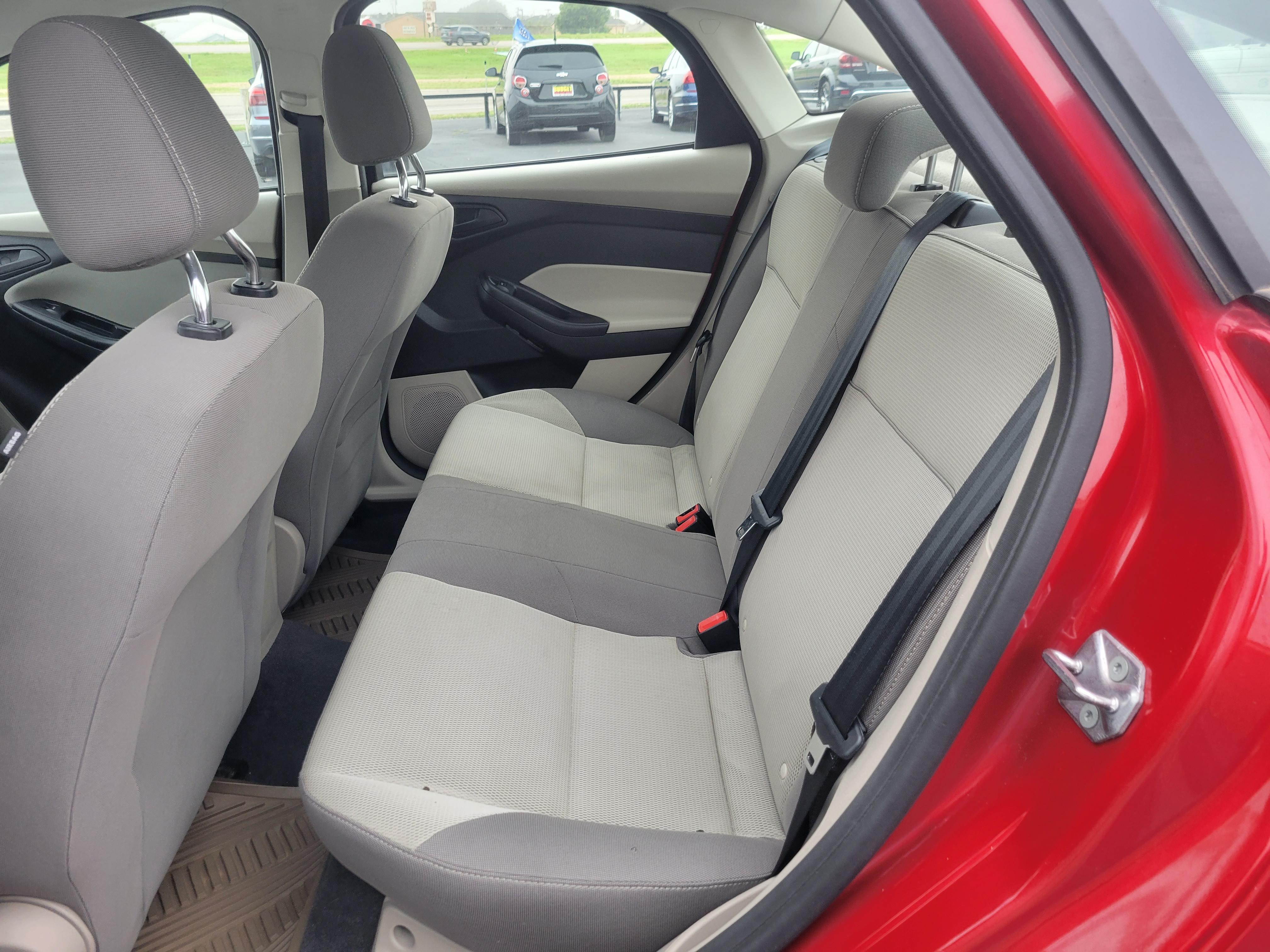 used vehicle - Sedan FORD FOCUS 2012