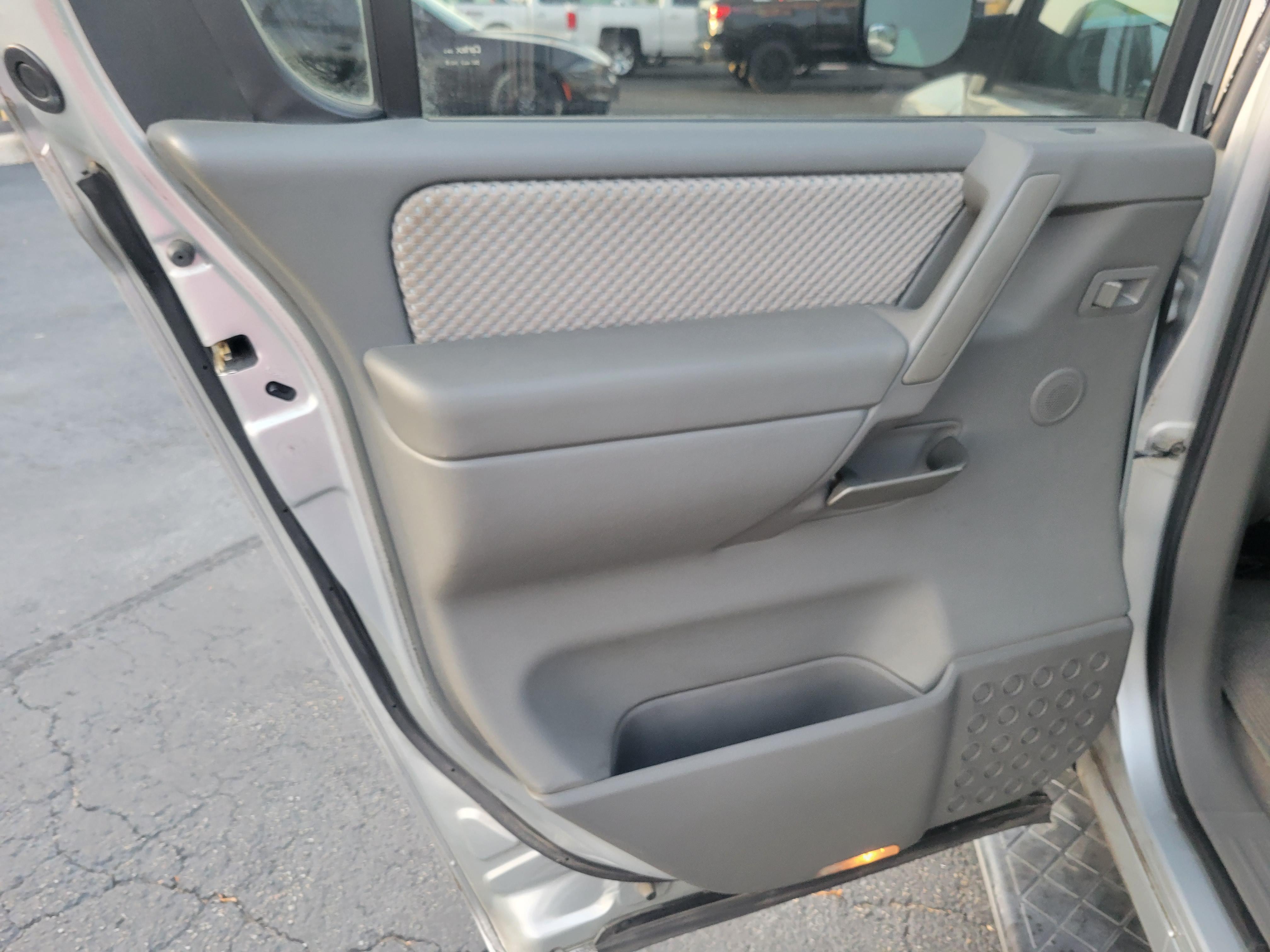 used vehicle - SUV NISSAN ARMADA 2006