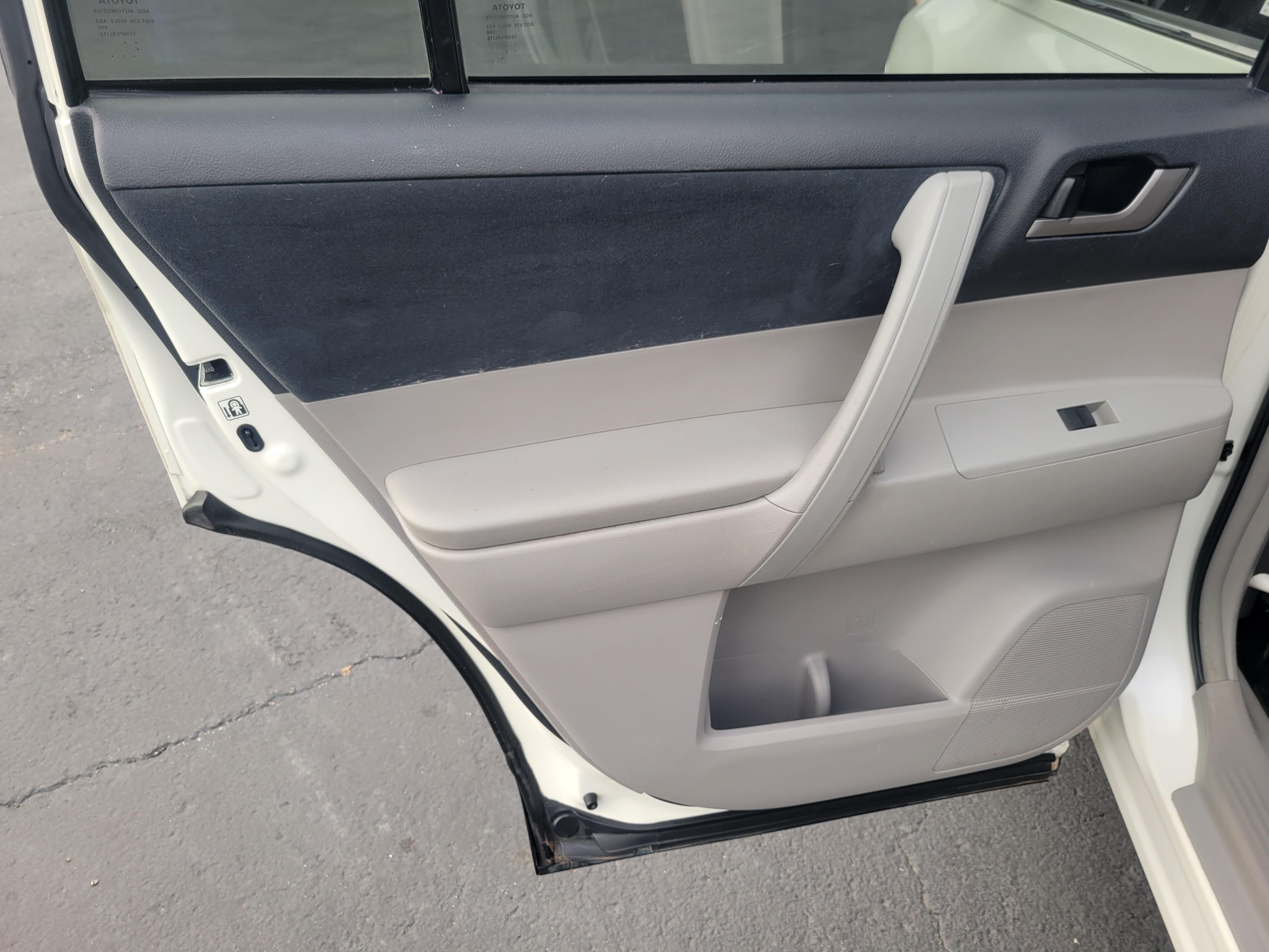 used vehicle - SUV TOYOTA HIGHLANDER 2013