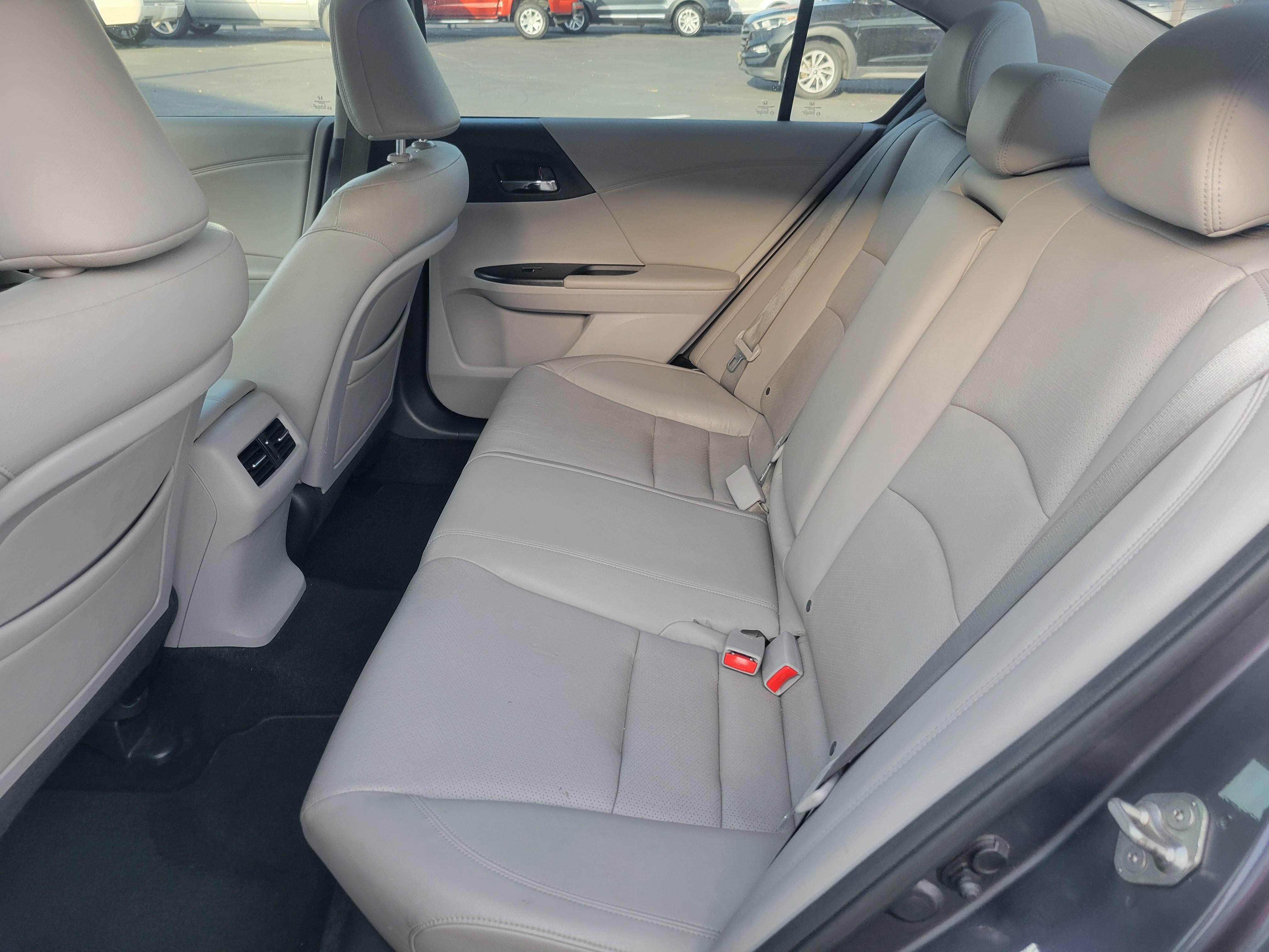 used vehicle - Sedan HONDA ACCORD 2014