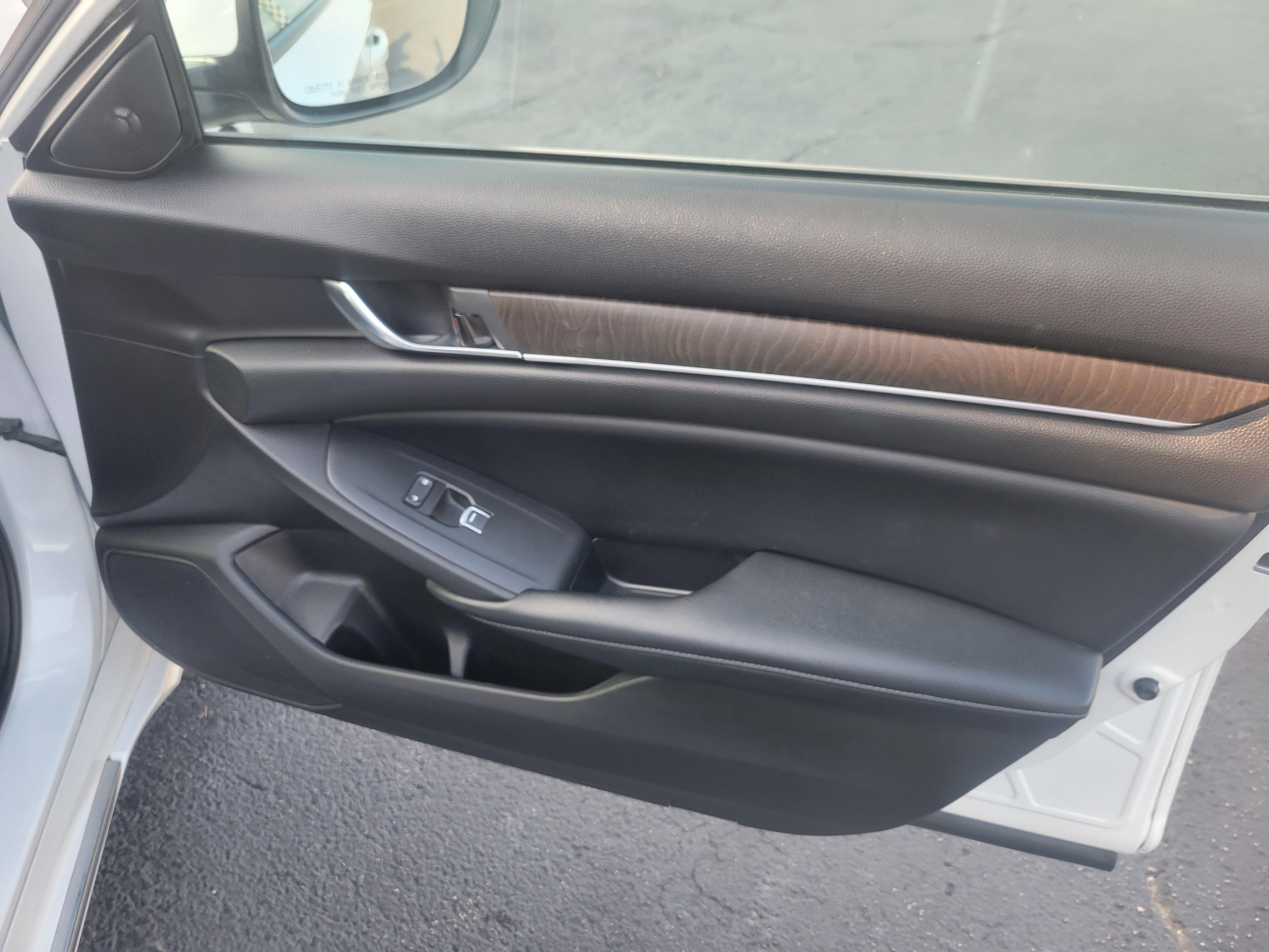 used vehicle - Sedan HONDA ACCORD 2018